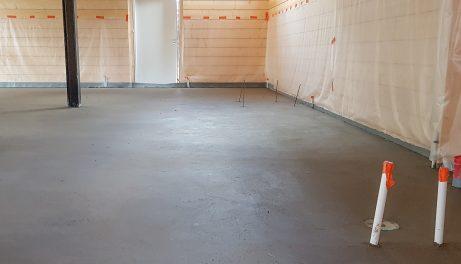Lattiavalu maakostealla betonilla